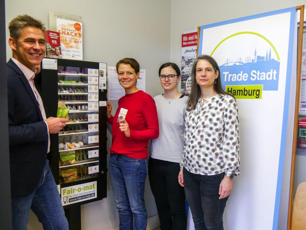 Unsere Geschäftsführerin Christiane Baum und unsere ehrenamtliche Mitarbeiterin Magdalena Gassner stellten den Fair-o-maten vor