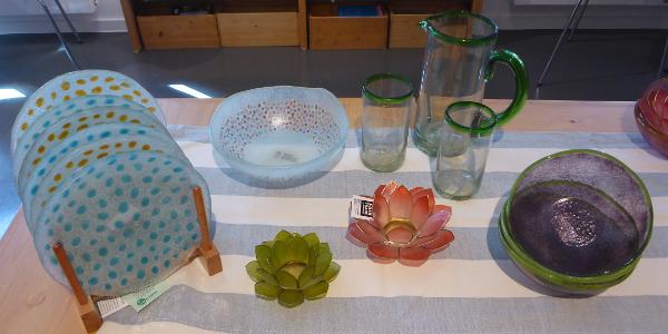 Geschirr aus fairem Handel: Teller, Krug, Gläser