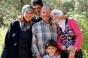 Die Familie von Abu Mahmoud Jarar in ihrem Olivenhain.